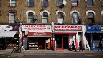 Полският посланик в Лондон призова поляците сериозно да обмислят завръщане в родината
