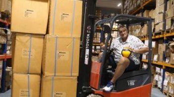 Волейболната федерация се ядоса на твърдения, че Любомир Ганев е дарил 700 топки