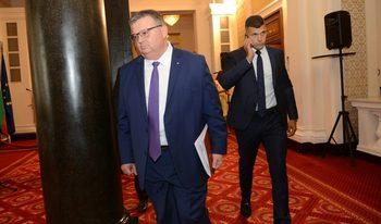 Цацаров: Не можем да кажем кой е виновен за спирането на БНР