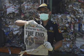 Индонезия връща 547 контейнера боклук на Запада