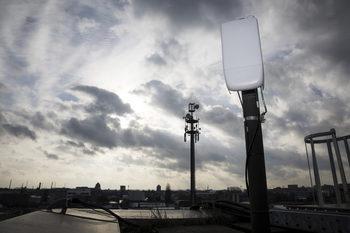 Ропотът срещу 5G мрежите в Швейцария се засилва