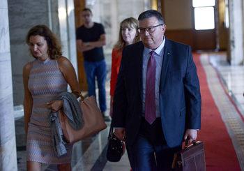 Пред близки на жертви правната комисия реши самопризнания да не намаляват наказанието