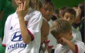 Вратарят на Сент Етиен със затрогващо видео как теши сина си