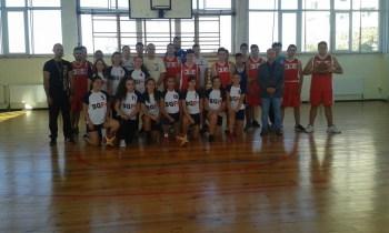 Плевенските баскетболисти разкриха пред ученици тънкостите на играта