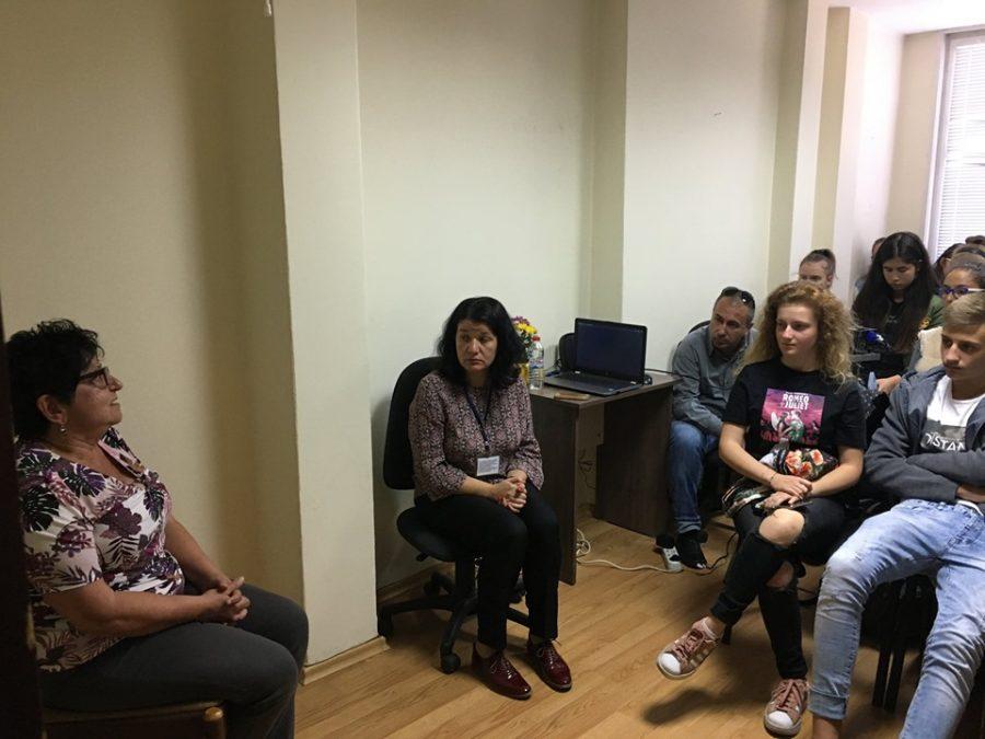 Ученици от НАГ се срещнаха с правнучка на големия индустриалец Хаджиберов
