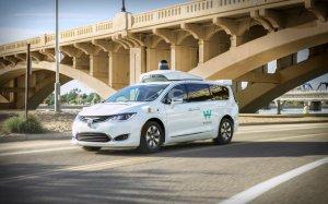 Waymo анонсира таксиметрови услуги с роботизирани автомобили без водачи