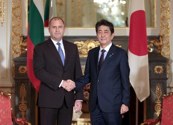 Румен Радев на среща с Шиндзо Абе: България е открита за много по-активно икономическо и инвестиционно партньорство с Япония