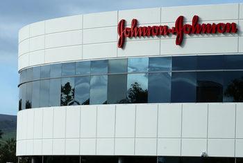 Johnson & Johnson трябва да плати 8 млрд. долара на мъж, защото са му пораснали гърди
