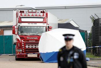 Вечерни новини: Британските власти откриха 39 тела в камион от България, кметът на Несебър вече е в ареста