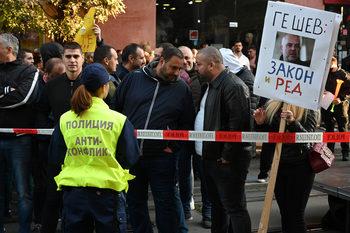 """Вечерни новини: КЗК забрани на """"Еврохолд"""" да купи ЧЕЗ, протести съпътстваха избора на главен прокурор"""