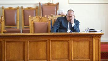 Борисов сам запали огъня, който заплашва и него