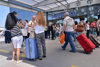 """""""Много българи започнаха да се връщат"""" – вярно ли е това?"""