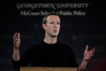 """Зукърбърг потвърди, че """"Фейсбук"""" е обмисляла пълна забрана на политическите реклами"""