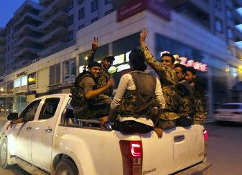 Парите и омразата – движещата сила за сирийските бойци, подкрепяни от Турция