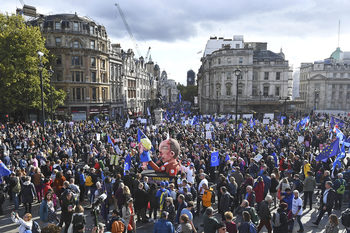 Фотогалерия: Над 1 млн. души поискаха нов референдум за Брекзит