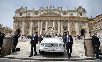 Ватикана разследва злоупотреба с дарения за купуване на сграда в Лондон