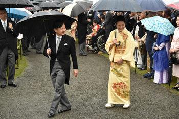 С бляскави церемонии новият японски император се възкачва на Хризантемовия трон