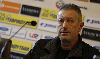 Шефът на футболните съдии е отстранен покрай разследването в БФС