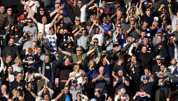 """Трима фенове на """"Челси"""" получиха доживотни наказания за расистки обиди"""