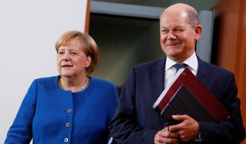 Бъдещият лидер на социалдемократите ще реши съдбата на коалицията с Меркел