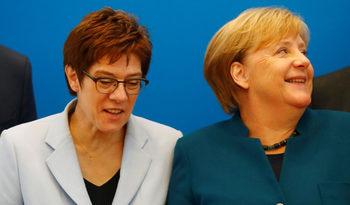 В партията на Меркел ври и кипи. Кой ще я наследи