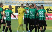Нефтохимик тръгна с група от 18 играчи за Ловеч