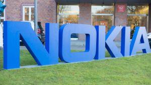 Nokia и Microsoft започват съвместна партньорска работа по телекомуникационни и облачни технологии