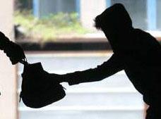Неизвестен нападна жена пред дома й в Гривица