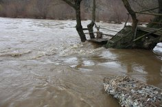 Спряха дейности по почистване на река Вит