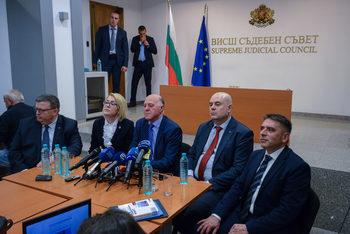 Вечерни новини: ВСС бърза да преизбере Гешев в четвъртък, Манолова официално оспорва вота в София