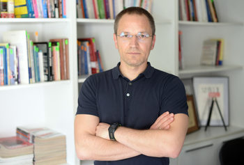 Натискът срещу съдия Калпакчиев разширява обхвата си
