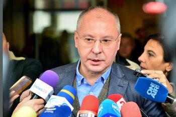 Цикълът на вътрешните избори в БСП започна с критики към Корнелия Нинова