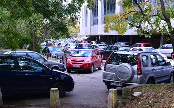 Само Министерството на спорта ще решава кой да паркира около Националния стадион