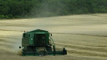Фермерите ще получат отстъпка от 0.37 лв за литър от акциза на горивата за агротехника