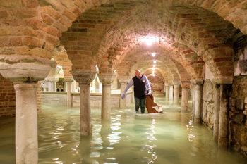 """Базиликата """"Сан Марко"""" е сериозно пострадала от наводнението във Венеция"""