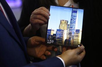 """""""Хуауей"""" пусна сгъваемия си телефон в Китай без """"Гугъл"""""""