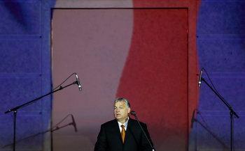 Орбан затяга контрола над съдилища и училища с алтернативни учебни методи