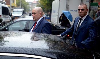 Прокурори и следователи защитиха избора на Гешев и поискаха указ в разумен срок