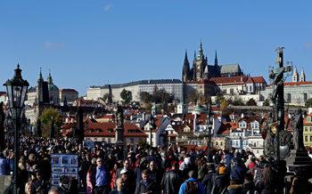 30 години след края на комунизма жителите на Прага са уморени от туристите
