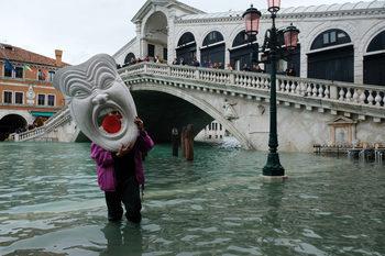 Намаляващото население на Венеция е изправено пред все повече неволи