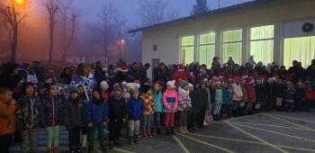 """Коледен благотворителен базар отвори врати в ДГ """"Снежанка"""""""