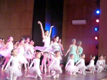 """Поколения балерини от Школата на НЧ""""Съгласие 1869″ пресъздадоха магията на танца"""