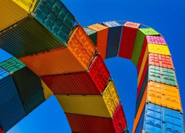 Китайският износ намалява, докато търговската война със САЩ продължава