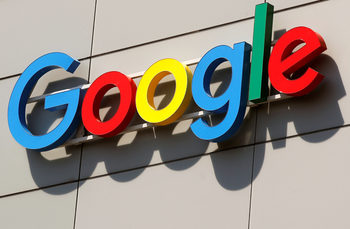 Антитръстовите регулатори на ЕС засилват натиска срещу Facebook и Google
