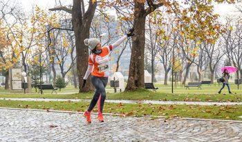 Фотогалерия: Технологичното бягане под дъжда в София