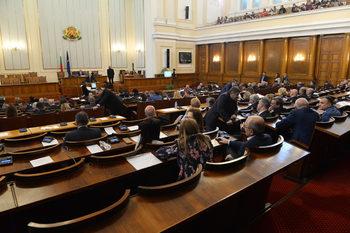 Наддаване за минимална пенсия скара депутатите и прекъсна заседанието им