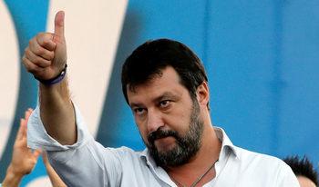 Половината италианци искат лидер, който не се съобразява с парламент и избори