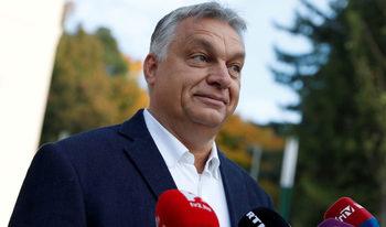 Орбан опитва да контролира и репертоара на театрите