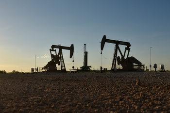 ОПЕК+ съгласува ново съкращаване на добивите на петрол