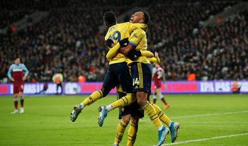 """Снимка на деня: Радостта след края на мъчителното чакане за """"Арсенал"""""""